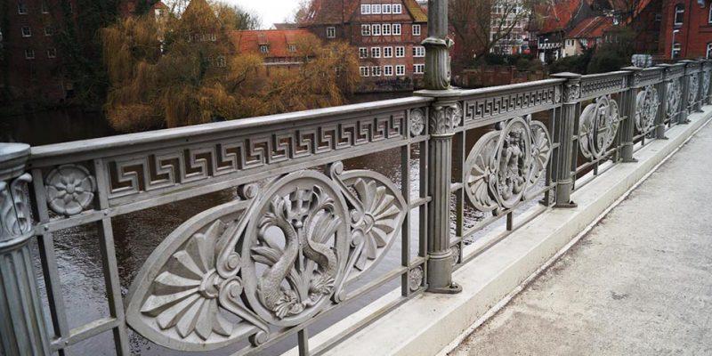 Das Brückengeländer der Altenbrückertorbrücke © Fleddermann