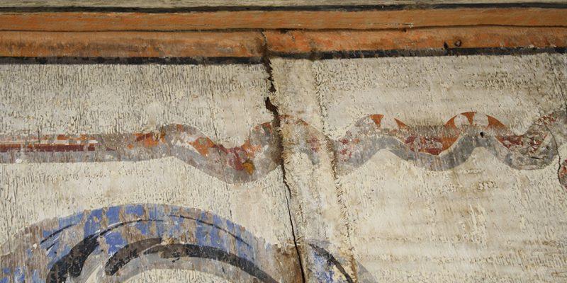 Bemalter Leinenstreifen, der sich im Laufe der Zeit von der Decke gelöst hat © Eikel/Jessen