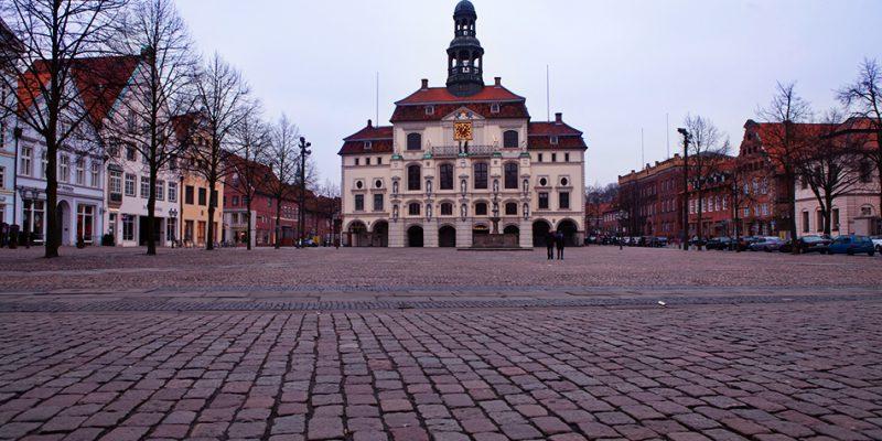 Marktplatz und historisches Rathaus © Bokop/Seidler