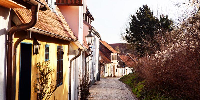Die Straße Am Sülzwall, benannt nach der nahe gelegenen alten Stadtmauer © Bokop/Seidler