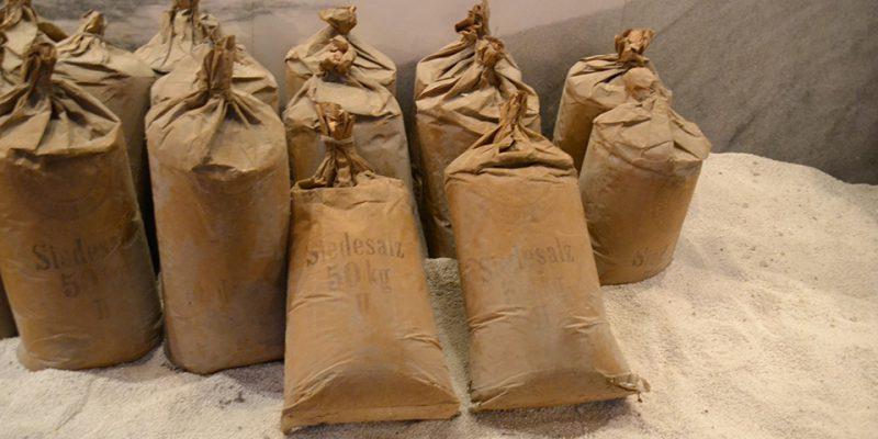50kg Salzsäcke ausgestellt im Museum © Golombek/Lubitz