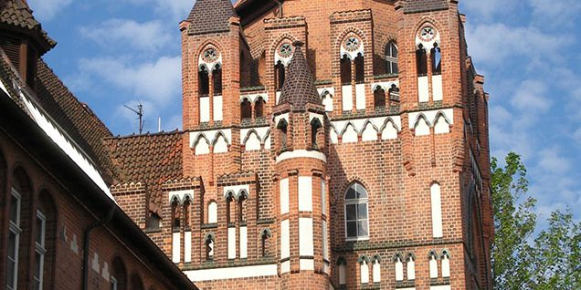 Hauptturm und Eingangshalle © Arndt