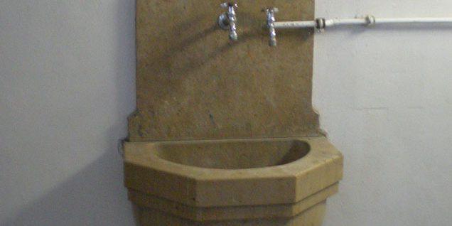 Handwaschbecken zur Trinkwasserentnahme © Arndt