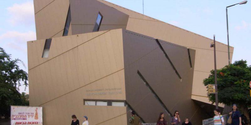 Dem Zentralgebäude der Leuphana ähnlich: das Wohl Centre der Bar Ilan Universität in Tel Aviv, Israel © Peter Pez