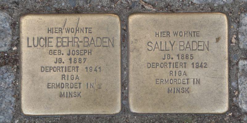 Vor dem Geschäft der Baden-Behrs finden sich heute zwei der zahlreichen Stolpersteine, die den Schicksalenvon NS-Opfern ein Denkmal setzen © Köster/Seebo