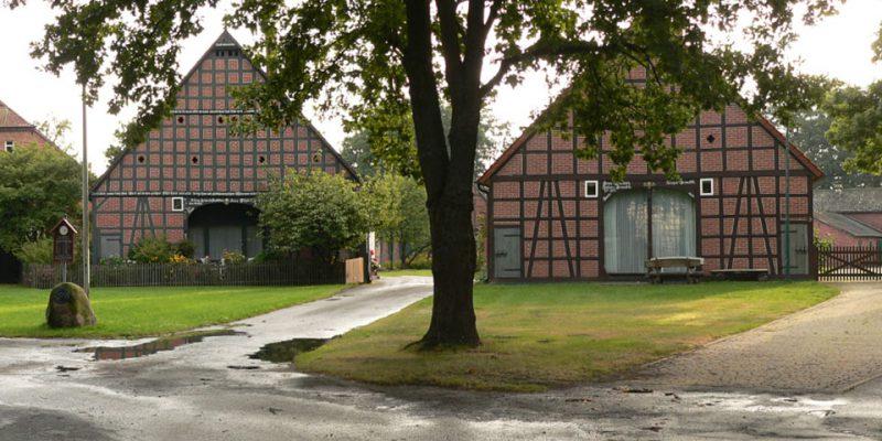 Das Rundlingsdorf Schreayahn mit dem markanten Marktplatz in der Mitte © Wikimedia