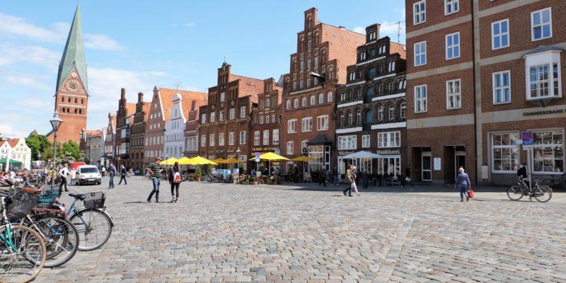 Sonnige Stunden auf Lüneburgs zentralem Platz © Langemeyer