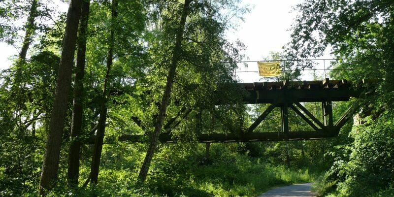Eisenbahnbrücke über dem Weg © Stumpe