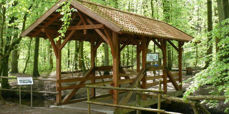 Die internationale Handwerkerbrücke über dem Hasenburger Bach © Stumpe