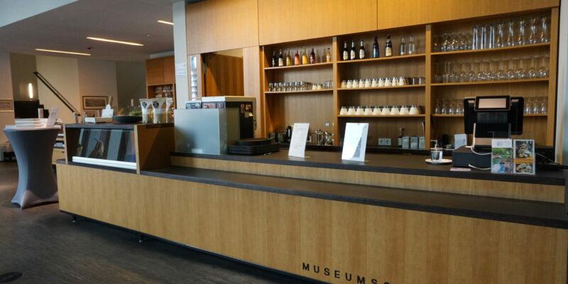 Museumscafé und -shop laden zum Stöbern und Verweilen ein © Hardt/Gelbe