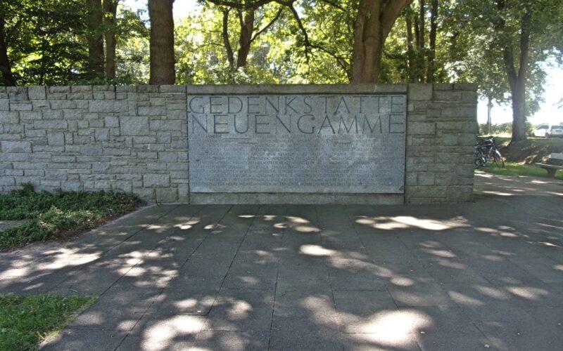 Eingangsbereich der KZ-Gedenkstätte Neuengamme © Pauli-Pirat / CC BY-SA