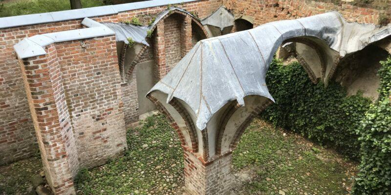 Der Rest der Anlage des Benediktinerklosters St. Michaelis © Dahmen
